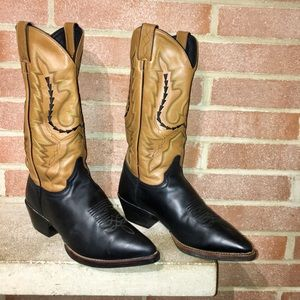 Woman's Justin Boots Size 7.5C Wide western cowboy